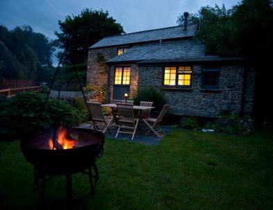 Private gardens with Kadai Firebowl/BBQ